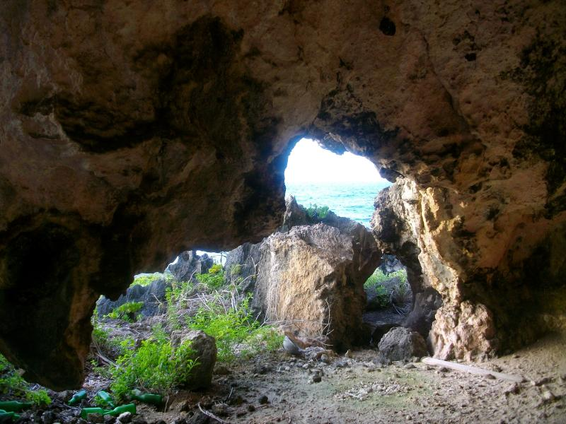 cave-at-two-foot-bay-01-lge