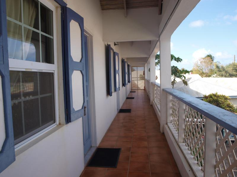 the-island-chalet-guesthouse-01-800x600